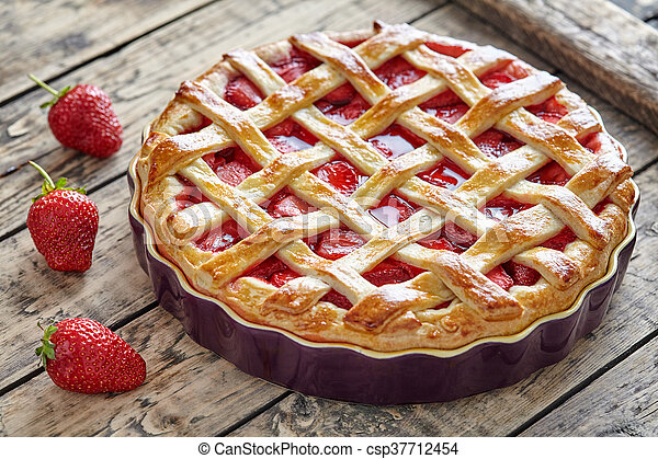 Baked strawberry pie cake sweet pastry on rustic table - csp37712454