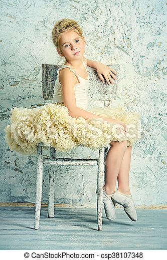 ballerina in tutu - csp38107348