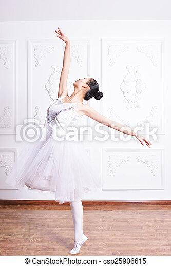 Actriz de ballet - csp25906615