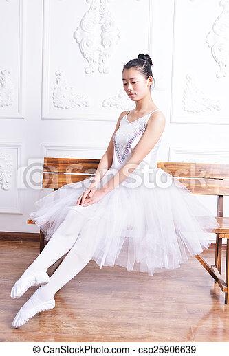 Actriz de ballet - csp25906639