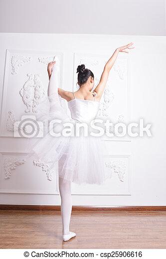 Una actriz de ballet - csp25906616