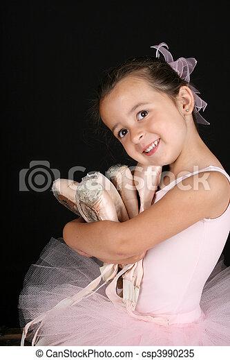 Una bailarina - csp3990235