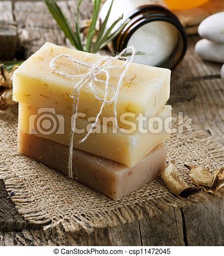 Un primer plano de jabón hecho a mano. Productos Spa - csp11472045
