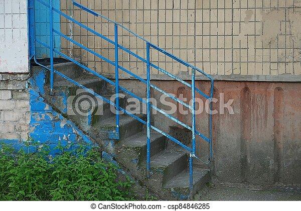 balustrade, fer, bleu, étapes, béton, gris, escalier, vieux - csp84846285