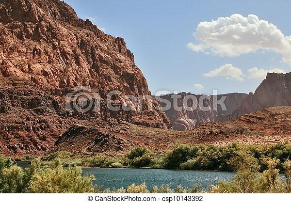 Magnífico río Colorado en las orillas empinadas - csp10143392