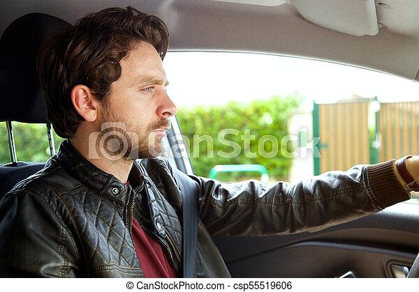 Un hombre muy guapo con barba y un coche largo - csp55519606