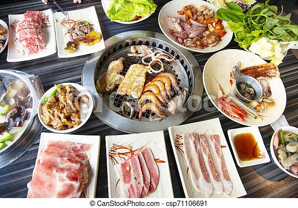 barbecue, folk, äta, nötkött, restaurang - csp71106691