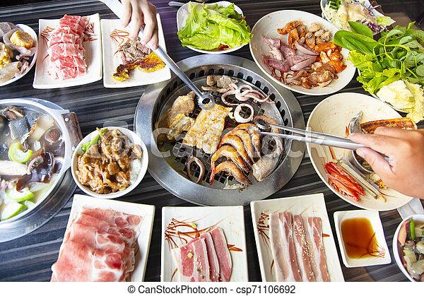 barbecue, folk, äta, nötkött, restaurang - csp71106692