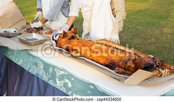 barbecued suckling pig - csp44334650