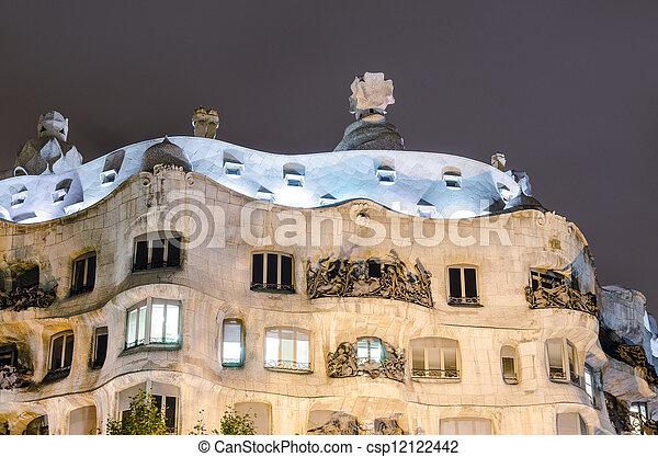 Casa mila en Barcelona, España - csp12122442