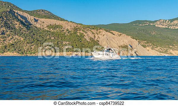 barco, contra, azul, fondo, allí, cielo, montañas, mar - csp84739522