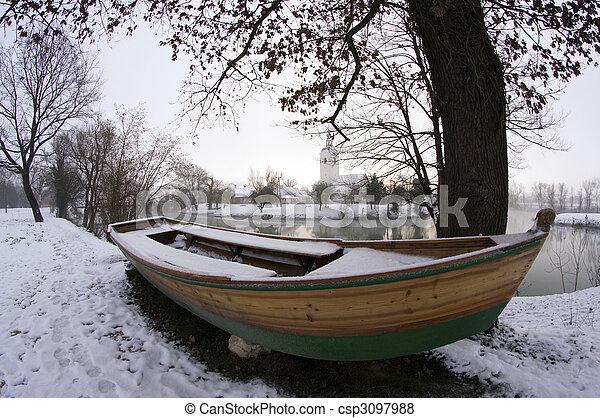 barco remando - csp3097988
