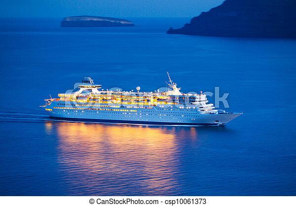 Un crucero lujoso - csp10061373