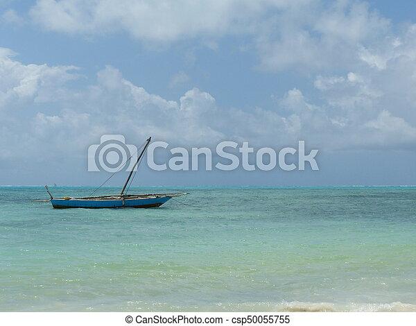 Barco en Zanzíbar - csp50055755