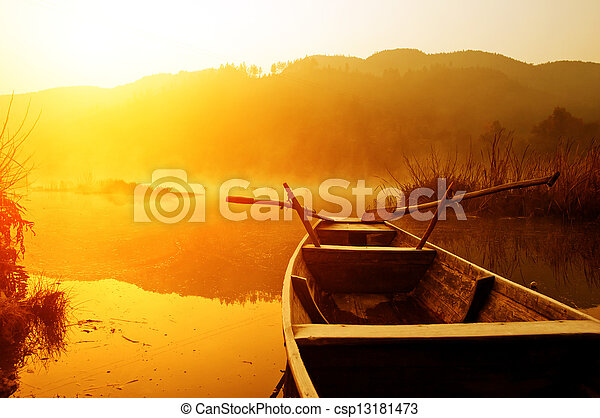 Buenos días, el lago y los barcos - csp13181473