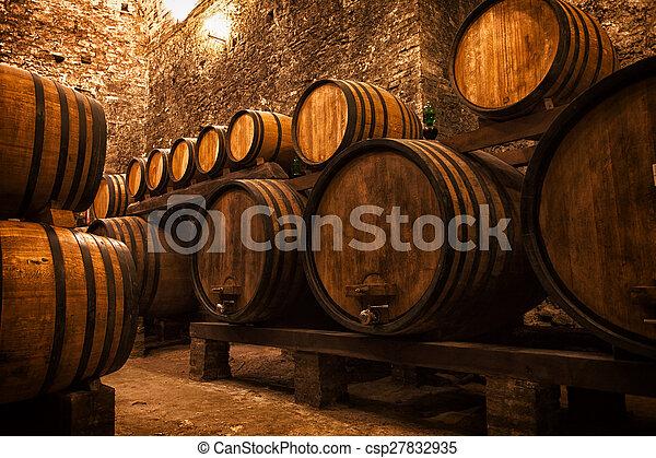 barils stockage vin cave italie photos de stock rechercher des photographies et des photos. Black Bedroom Furniture Sets. Home Design Ideas