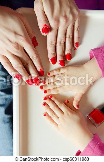 Barniz Hija Clavos Pintados Manos Madre Rojo