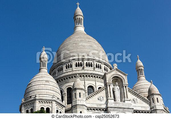 Basilica del sacre coeur en Montmartre, París, Francia - csp25052673