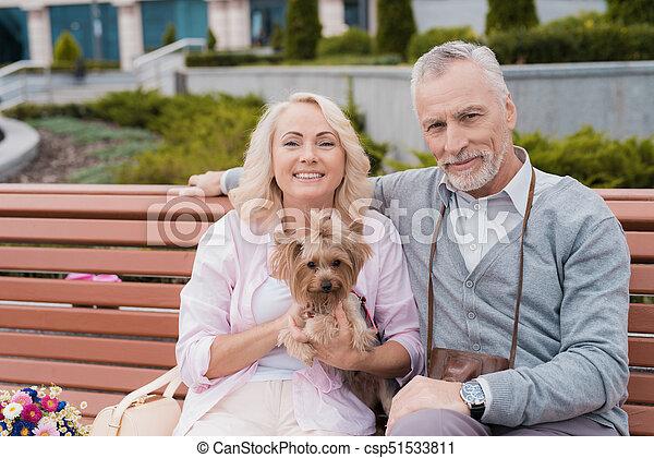 Älteres Paar Teilt Sich Kleinen Stricher