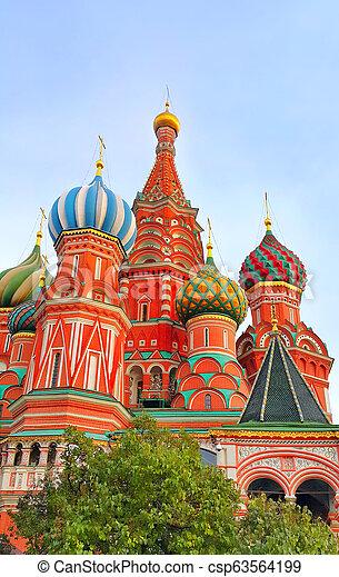 Vista de fragmento de la catedral de Santa Basil en Moscú, Rusia - csp63564199