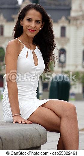 Sentado mujer bonita - csp55822461