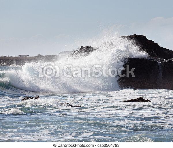 bata, ondas, pedras - csp8564793