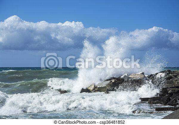 bata, ondas, pedras - csp36481852