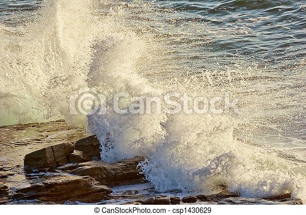 bata, ondas, pedras - csp1430629