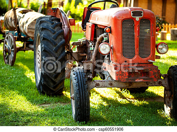 bauernhof, field., altes , traktor, rotes  - csp60551906
