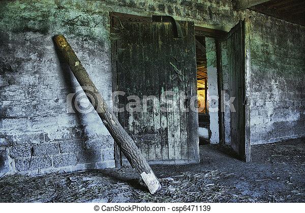 baufaelliges, landwirtschaftlich, altes gebäude - csp6471139