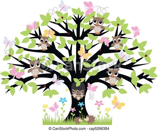 Ein Baum mit vielen Tieren - csp5266384
