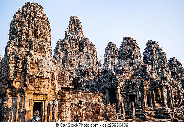 bayon の寺院 - csp25906439