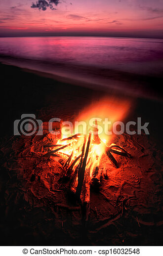 Beach Campfire on Lake Superior - csp16032548