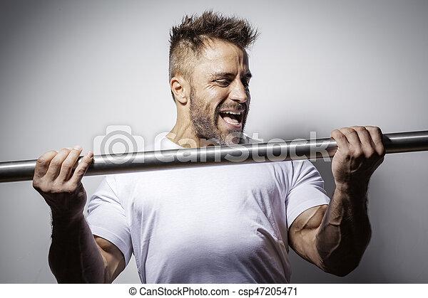 bearded bodybuilding man - csp47205471