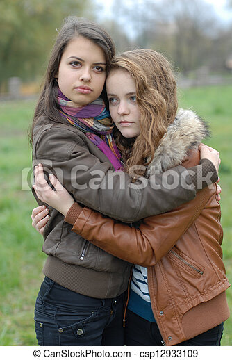 beau, adolescent, étreinte, filles, deux, jeune, amical - csp12933109