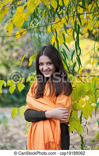 beau, automne, girl, parc - csp19188062
