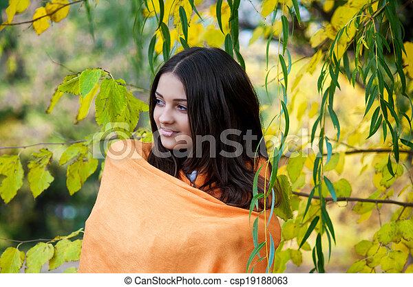beau, automne, girl, parc - csp19188063