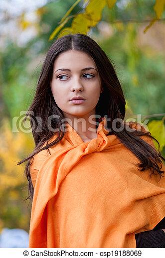 beau, automne, girl, parc - csp19188069
