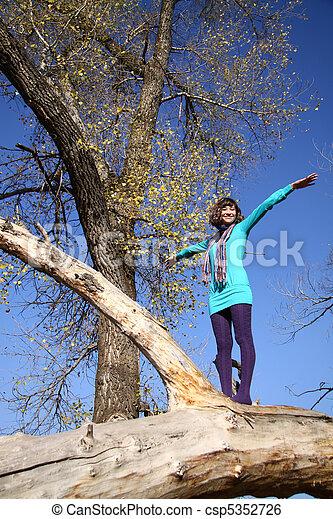 beau, automne, girl, parc - csp5352726