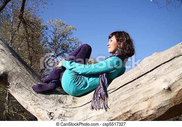 beau, automne, girl, parc - csp5517327