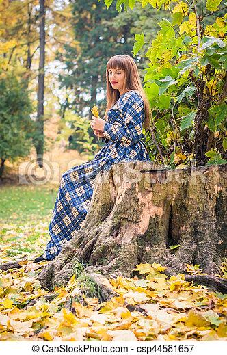 beau, automne, girl, parc - csp44581657
