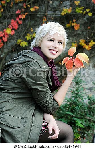 beau, automne, girl, parc - csp35471941