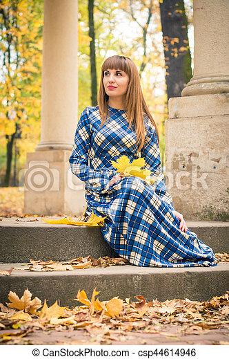 beau, automne, girl, parc - csp44614946