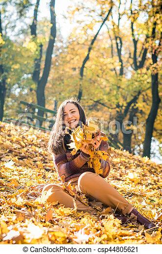 beau, automne, girl, parc - csp44805621