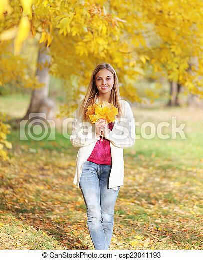 beau, automne, girl, parc - csp23041193