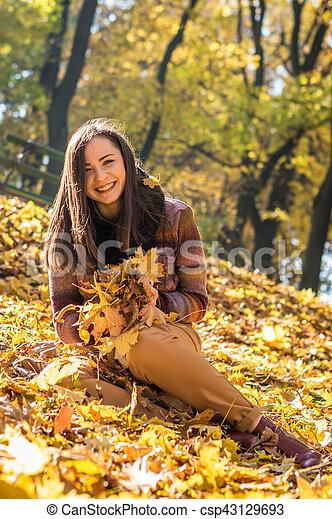 beau, automne, girl, parc - csp43129693