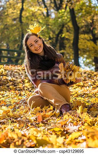 beau, automne, girl, parc - csp43129695