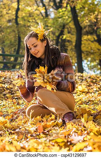 beau, automne, girl, parc - csp43129697