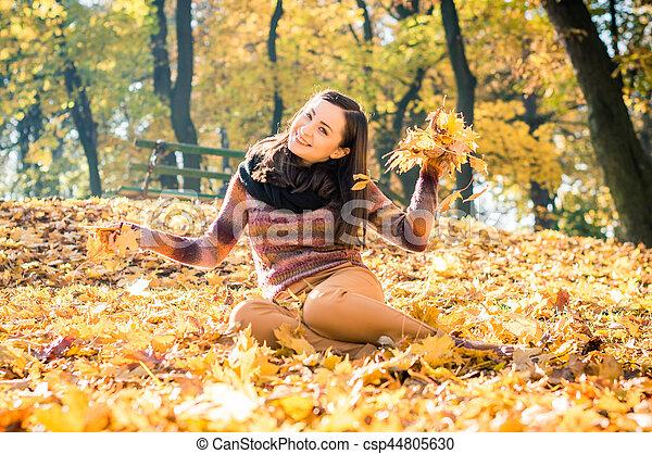 beau, automne, girl, parc - csp44805630