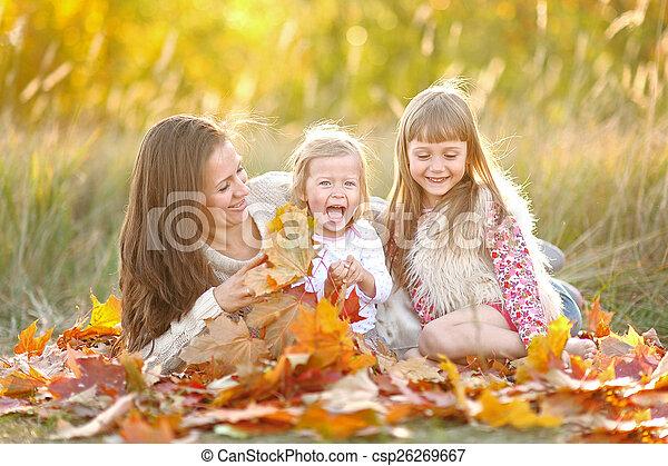 beau, automne, portrait famille - csp26269667